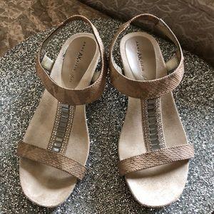 Anne Klein taupe snakeskin sandals. Size 61/2